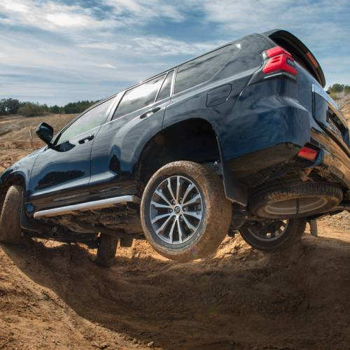 Primera prueba Toyota Land Cruiser 2018. Mira lo que es capaz de hacer
