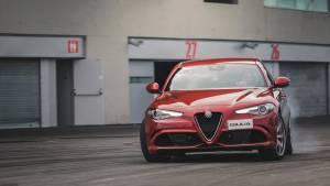 Alfa Romeo entrega sus vehículos a la plantilla del Atlético de Madrid (fotos)
