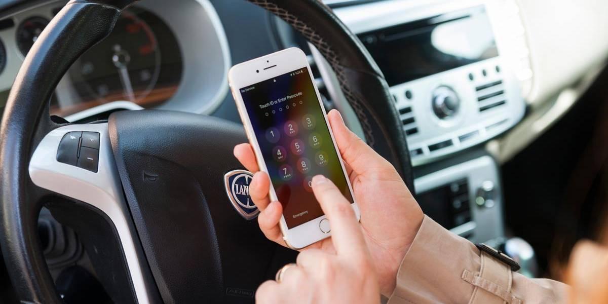 ¿Puedes hablar por el móvil si tu coche está parado?