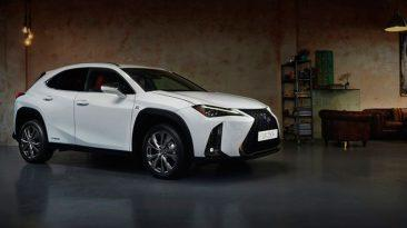 Lexus UX, lateral
