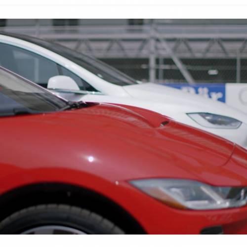 Vídeo: Tesla Model X vs Jaguar i-Pace