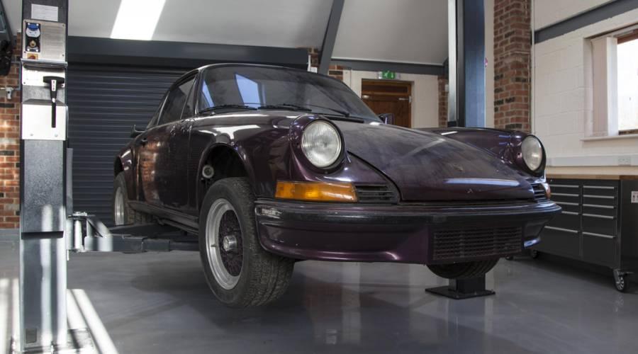 ¿Cómo restaurar un Porsche clásico?