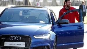 La espectacular colección de coches de Leo Messi
