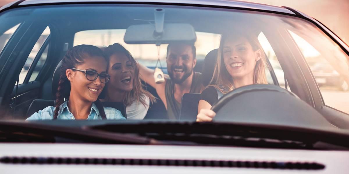 10 cosas que los millennials no saben hacer en el coche