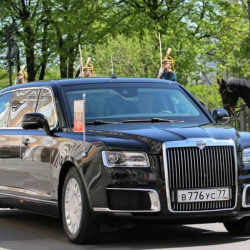 Vladimir Putin estrena 'momentáneamente' su nueva limusina 'Rolls-Royce' rusa