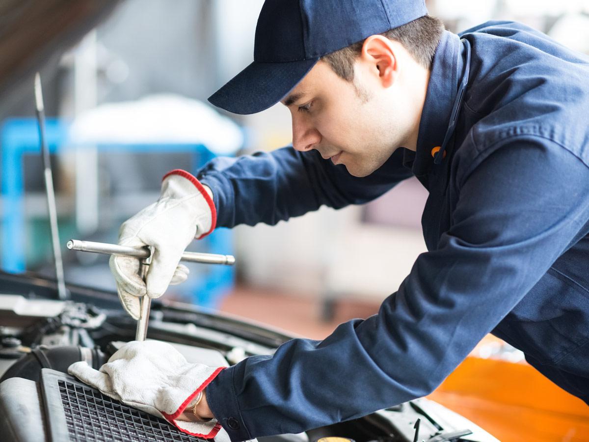 ¿Puede un taller negarse a reparar tu coche?
