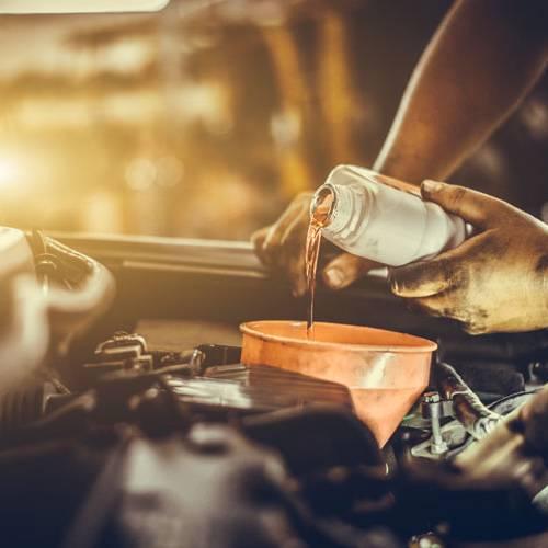 ¿Cuándo y cómo se cambia el aceite del motor del coche?