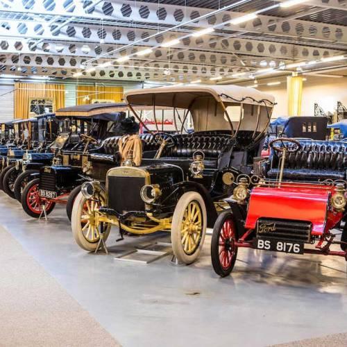 Bonhams subasta una de las mayores colecciones de coches clásicos de Ford