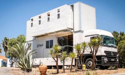 Así es el hotel sobre ruedas para surfistas (vídeo)