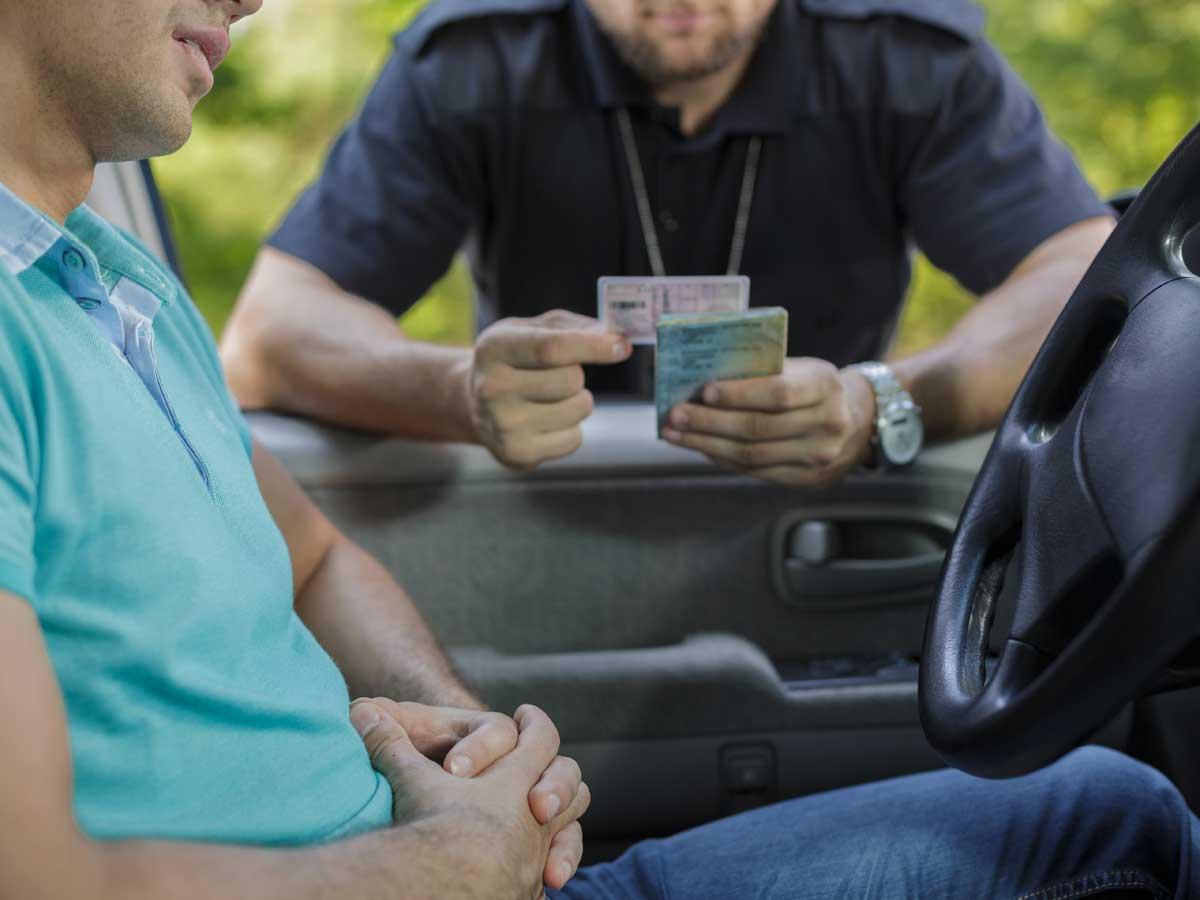 Multas por no llevar documentación en el coche