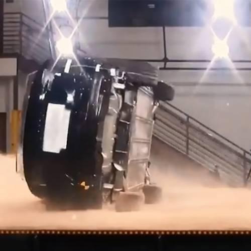 Tesla demuestra que su Model X es incapaz de volcar