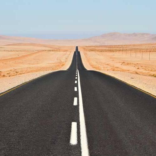 Conducir sin mover el volante: ¿sabes cuál es la recta en carretera más larga del mundo?