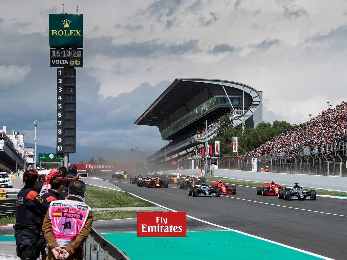 casco de la Fórmula 1 en carreras