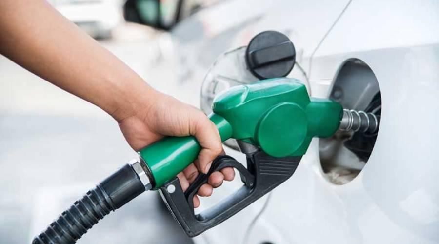Llegan las etiquetas que te dicen qué carburante usa tu coche