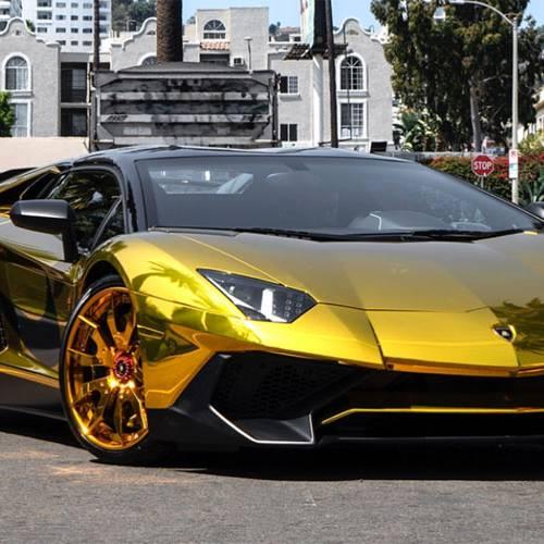 Chris Brown se compra un Lamborghini y ¡es de oro!