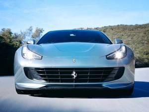 ¿Cuánto pesa un Ferrari?