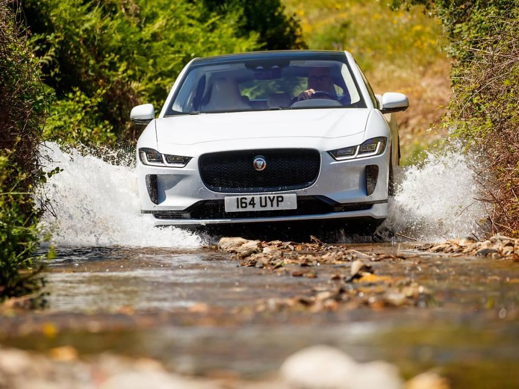 Jaguar I-Pace off road