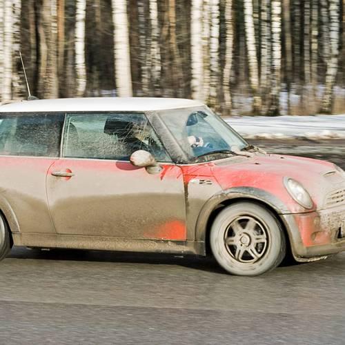 Llevar el coche sucio aumenta el riesgo de sufrir un accidente