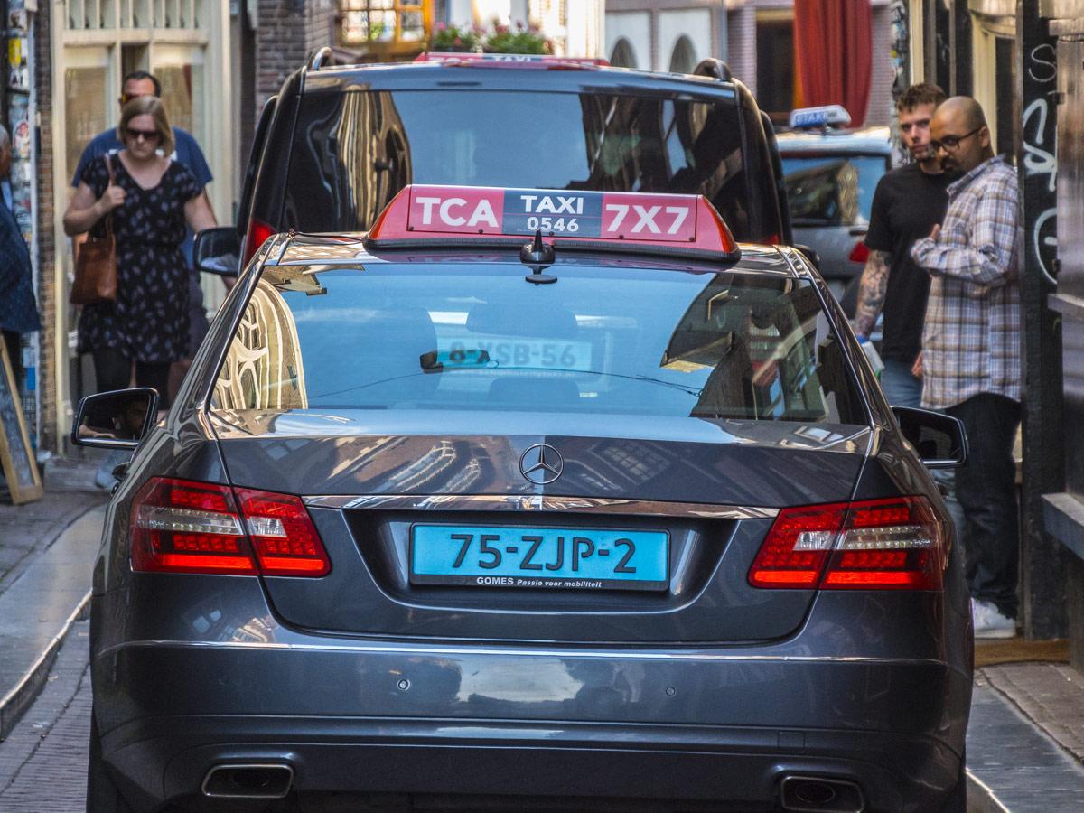 Taxi matrícula azul