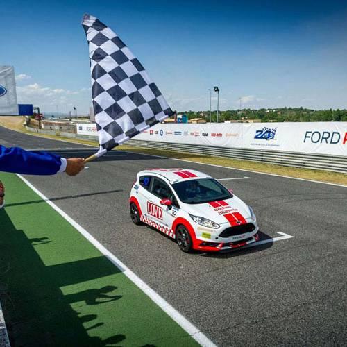 El equipo Coches/Altagama/Cosasdecoches.com buscará la victoria en la carrera más solidaria: las 24 Horas Ford