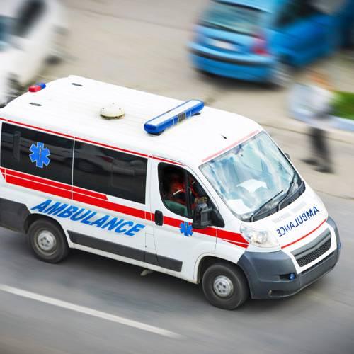 Ambulancias, bomberos, policía… todos con las sirenas en azul