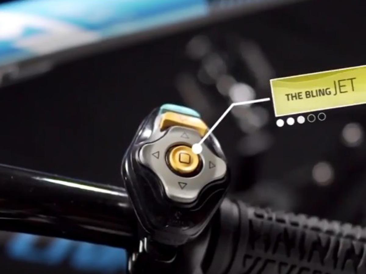 mando del casco ciclista inteligente