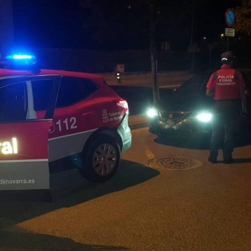 Adelanta a un coche de policía a 180 km/h, drogado y sin carné