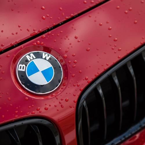 Se compra un BMW y lo paga con 150.000 monedas