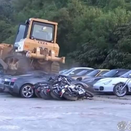 Sin piedad: Filipinas acaba con una flota de coches de lujo