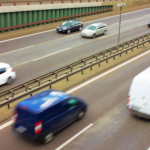 ¿Podemos superar el límite de velocidad al adelantar?