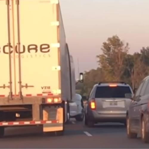 Un camionero despedido por evitar un accidente de tráfico