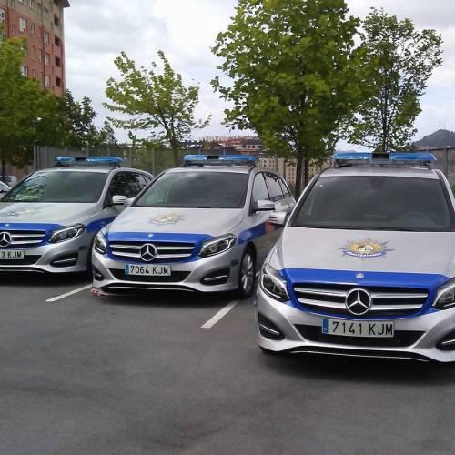 Los policías municipales de Bilbao no caben en sus nuevos coches patrulla