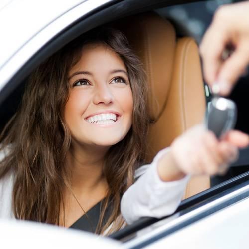 Los jóvenes apuestan por los coches de gasolina