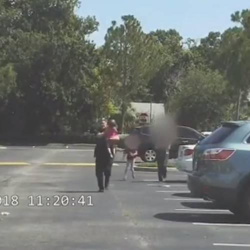 Un policía salva a una niña de morir asfixiada en un coche