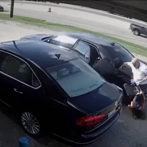 Golpean, arrastran y atropellan a una mujer para robarle 66.000 euros