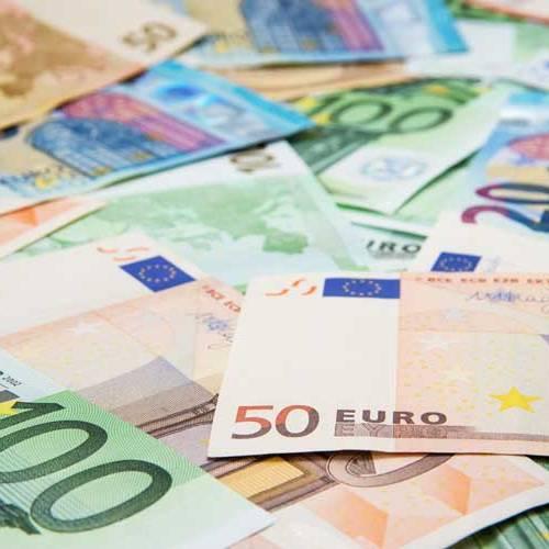 Un conductor encuentra 250.000 euros abandonados en la autovía