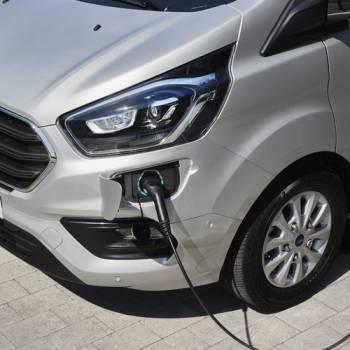 Ford Transit Custom PHEV: llega el comercial eléctrico con autonomía extendida