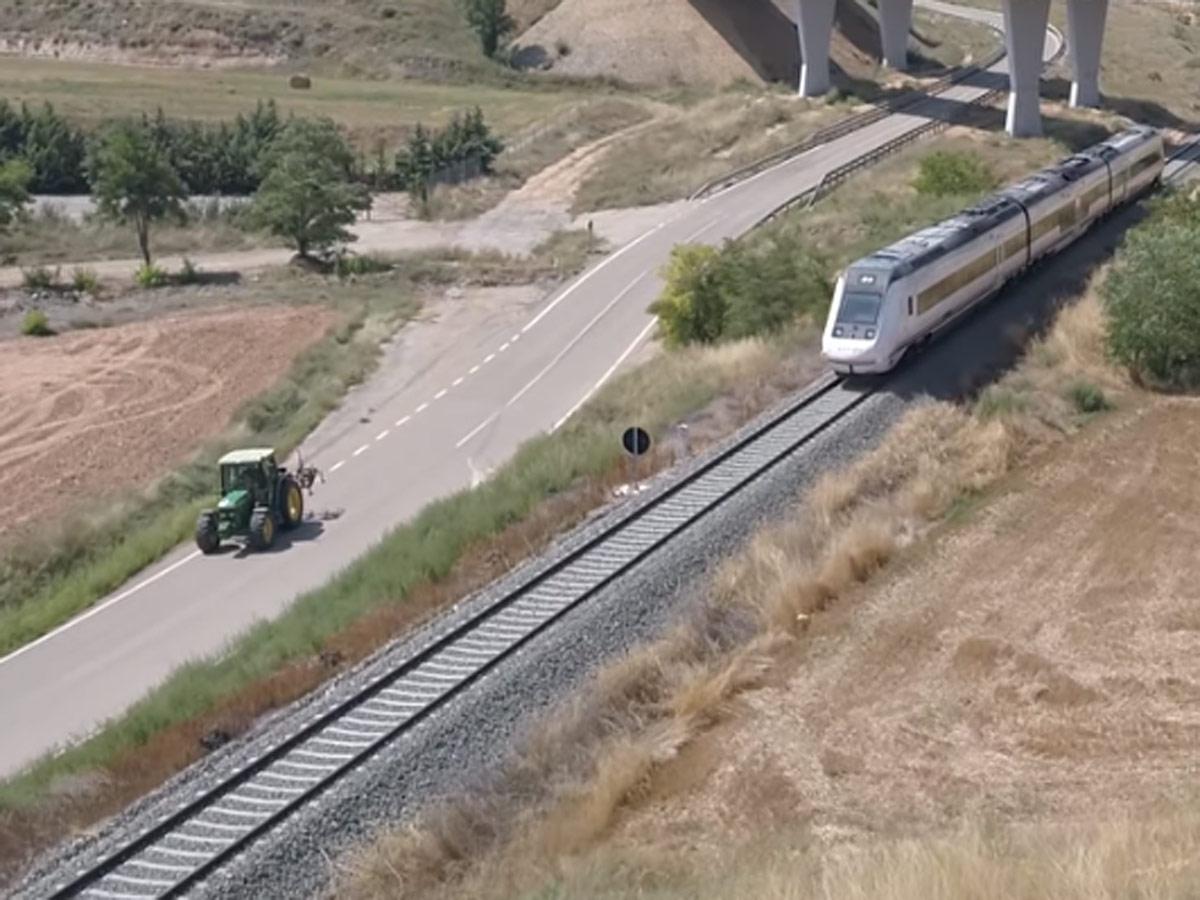 Tractor vs AVE