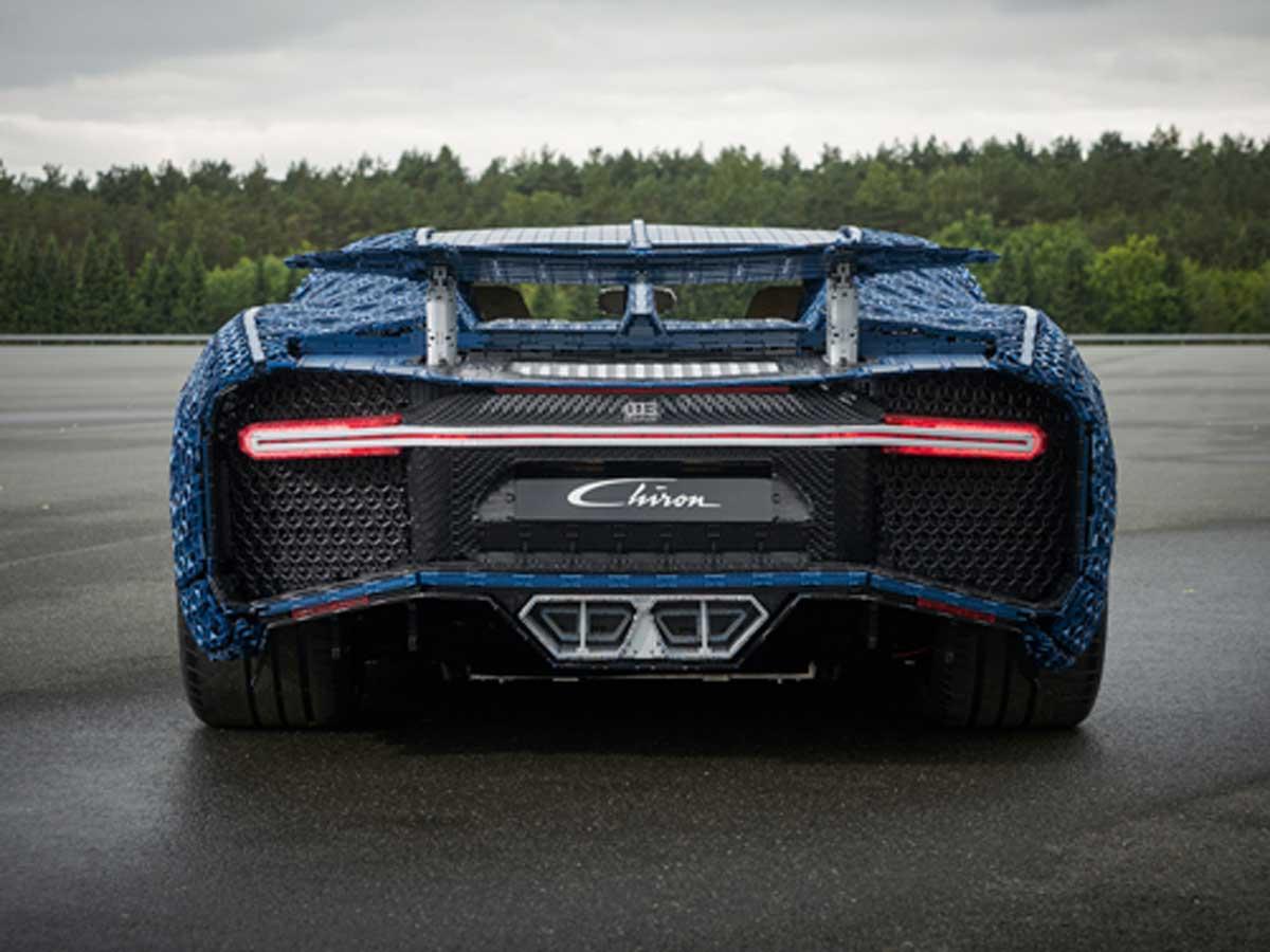 Bugatti Chiron de Lego trasera
