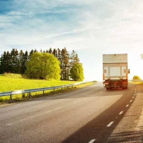 Energía solar: la solución para reducir el consumo y las emisiones de los camiones