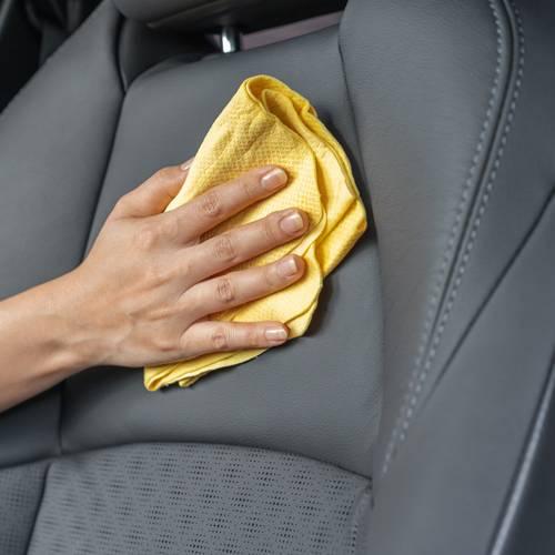 Trucos para limpiar la tapicería del coche