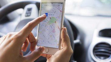 El 44% de los padres usa el móvil en el coche aunque viaje con sus hijos
