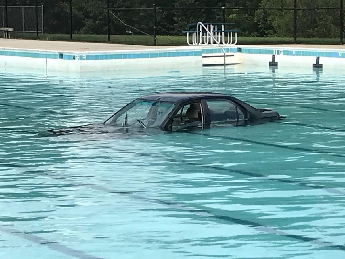 coche agua piscina