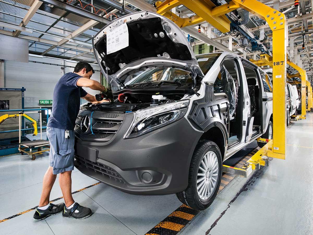 Mercedes-Benz anuncia paros de producción en su fábrica de Vitoria
