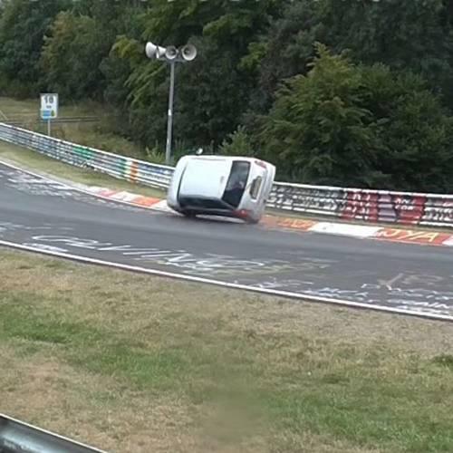Así fue la increíble salvada de un piloto aficionado en Nürburgring