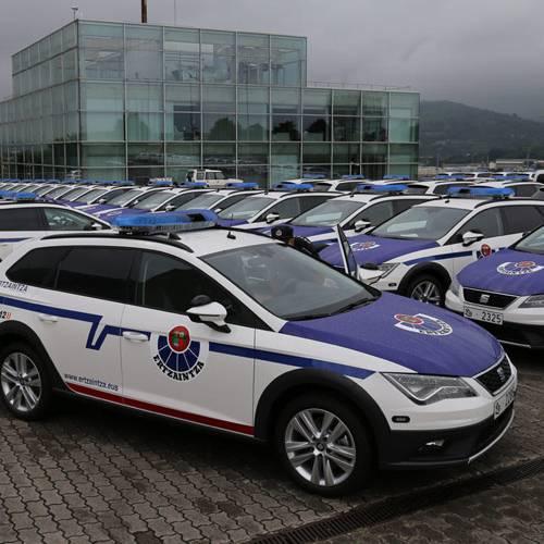 150 coches nuevos de la Ertzaintza en el limbo: los agentes no entran