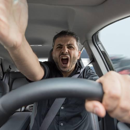 ¿Sabes cada cuánto insultan los conductores al volante?