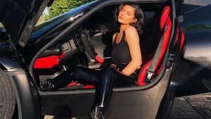 La impresionante colección de coches de lujo de las Kardashian