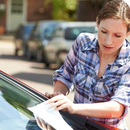 ¿Cuándo prescriben las multas de tráfico? ¿Podemos evitar pagarlas?