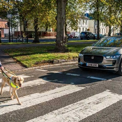 El eléctrico Jaguar I-PACE emitirá sonidos para evitar atropellos